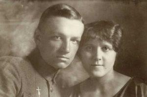 Janina iZygmunt Żyźniewscy w1919 roku, autor nieznany. Zezborów rodziny D. Wiszniewskiej.